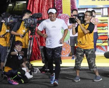 【動画】みやぞん24時間テレビマラソン武道館ゴールシーンお辞儀