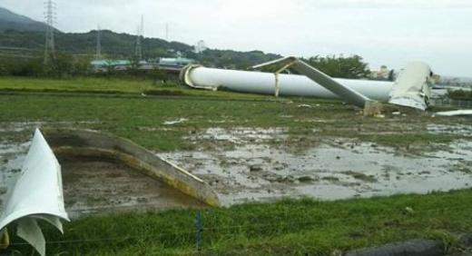 【動画】兵庫県淡路島で風力発電の風車倒壊:北淡震災記念公園